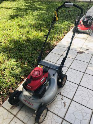 Honda hrr216 lawn mower for Sale in Miami, FL