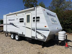 2006 wildwood' by Forest river 22FT fully self-contained excellent condition for Sale in Temecula, CA