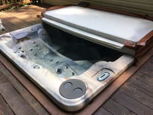 PDC Spa Hot tub for 6 for Sale in Chester, MD
