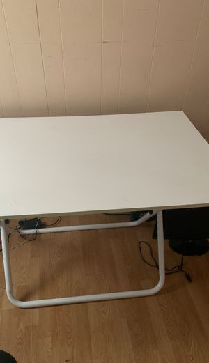 Desk and office chair for Sale in Alameda, CA