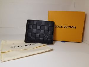 Louis Vuitton Multiple Leather Wallet for Sale in Queens, NY