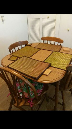 Wood dining room table and chairs for Sale in Hamtramck, MI