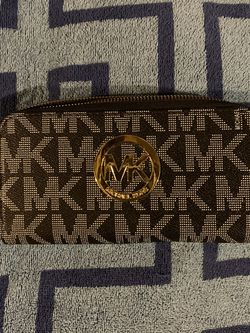 Michael Kors Wallet for Sale in Bellingham,  MA