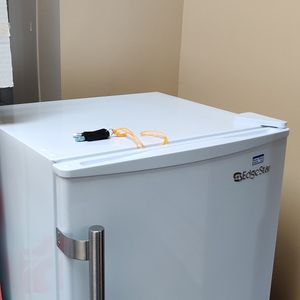 EdgeStar 19 -in Wide 1.1 -cu Ft ENERGY STAR Rated medical Freezer With Integrated lock white for Sale in Miami, FL