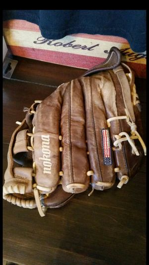 $100 RIGHT NOW! NOKONA X2 ELITE V1200 PERFECT NO FLAWS CONDITION fastpitch softball glove mitt baseball bat little league fastpitch for Sale in Alta Loma, CA
