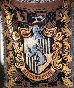 Harry Potter Hufflepuff Shield Woven Tapestry Throw Blanket for Sale in West Linn,  OR
