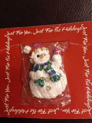 Charming NEW. snowman Pin with a Cardinal bird, scarf and Santa Hat for Sale in Poulsbo, WA