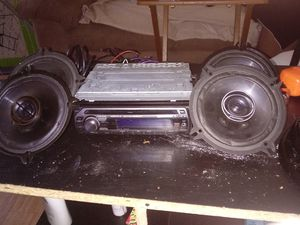 Sony car stereo with 4 pioneer door and back window spearkers for Sale in Pittsburgh, PA