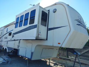 Royal Villa King of the Road 5th wheel travel trailer 36ft 4 pop outs 2005 for Sale in Fontana, CA