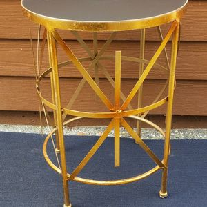 Accent End Table Gold With Black Top Asking Only $39 for Sale in Everett, WA