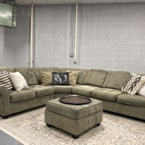FREE DELIVERY Sectional Couch + Matching Ottumim + Area Rug for Sale in Des Plaines, IL