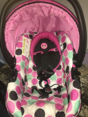 Minnie Mouse Car Seat With Base for Sale in Baltimore, MD