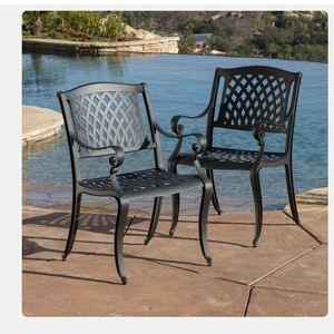 4 Cast Aluminum Chairs for Sale in Orange, CA