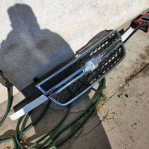 2006 Silverado Oem Hd Grill Has A Tiny Crack Inside Doesnt Affect At All for Sale in Ceres, CA