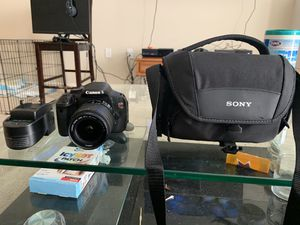 New Canon EOS Rebel T3i w/ carrying case charger and 128gb micro SD for Sale in Dublin, CA