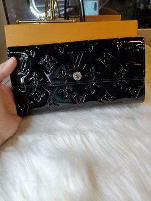 Louie vernis wallet black for Sale in Garland, TX