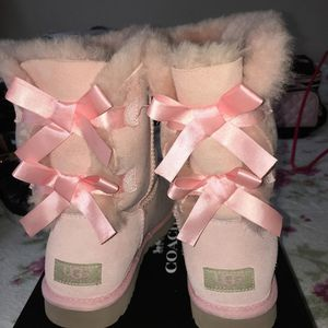 Pink uggs for Sale in Swissvale, PA