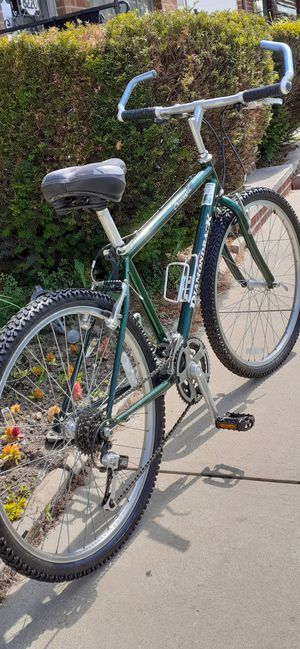 """Very Nice 26"""" Diamondback Outpost dx 21 Speed Trigger shifter 17"""" Frame for Sale in Parma, OH"""
