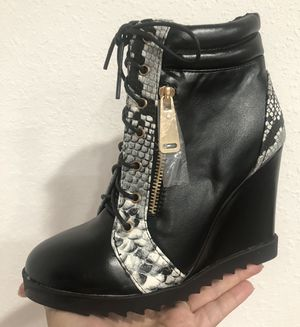 Black Boots Size 6 1/2 for Sale in Homestead, FL