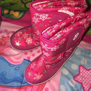 Snow boots girls size 2 for Sale in Pomona, CA
