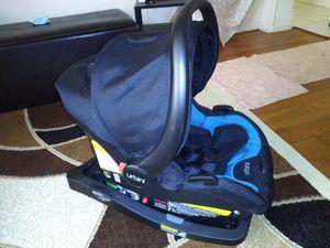 Urbini Omni car seat with base. for Sale in Brooklyn, NY