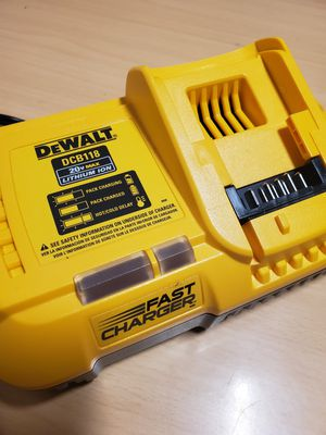 DeWalt DCB118 Fast Charger for Sale in Fontana, CA