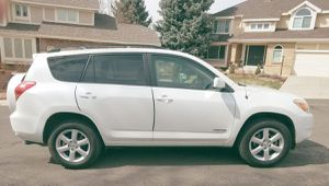 Transferable wheels 2006 TOYOTA RAV4 Runs perfectly for Sale in Cleveland, OH