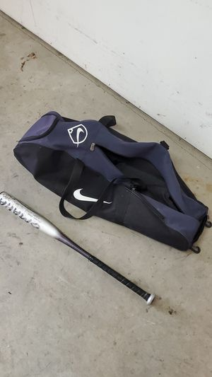 Baseball bag and bat for Sale in Federal Way, WA