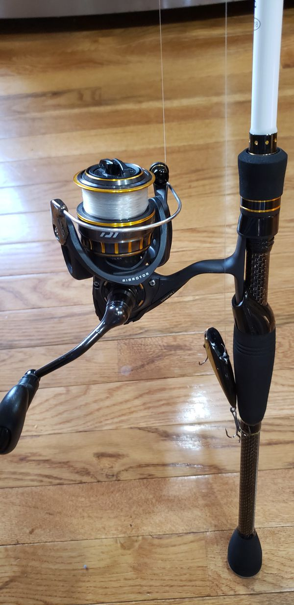 Duckett triad 7'2 med heavy with diawa bg 2500 series spinning reel. Rod has never been used. Great deal