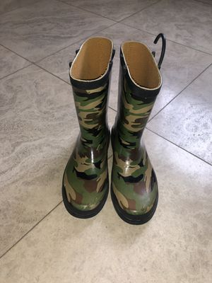 Kids rain boots SIZE 4 for Sale in San Carlos, CA