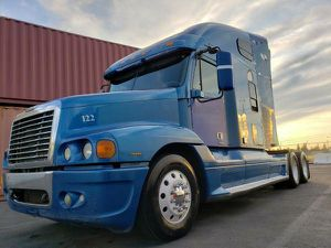 2006 freightliner century,columbia,cascadia,volvo vnl 780 for Sale in Fresno, CA