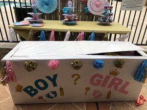 Gender reveal box and decorations for Sale in Mission, TX