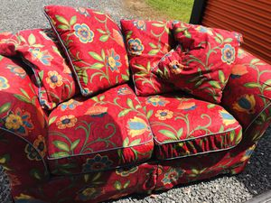 Read loveseat for Sale in Georgetown, DE
