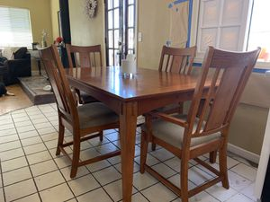 Beautiful Kitchen/ Dinning Room Table *INCLUDES 4 CHAIRS* for Sale in La Mirada, CA