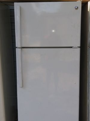 GE Refrigerator for Sale in Lakeland, FL