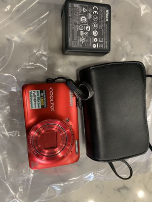 Nikon COOLPIX S3600 20.1MP Digital Camera Red for Sale in Long Beach, CA
