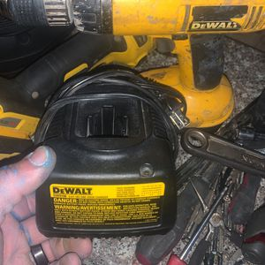 DEWALT 18 VOLT DRILL WITH ONE 18volt Battery And Charger for Sale in Las Vegas, NV