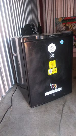 MINI FRIDGE NEED GONE ASAP! for Sale in Nashville, TN