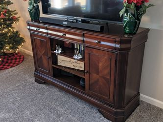 Ashley Entertainment Center, Coffee Table, and End Table Set for Sale in Vancouver,  WA