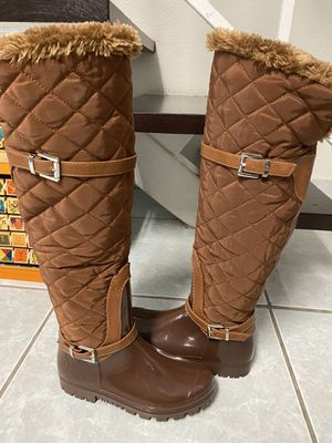 Rain and snow boots, size 6 (Excellent Condition) for Sale in Palmetto Bay, FL