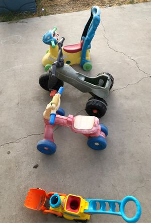 Free toys for Sale in Glendale, AZ