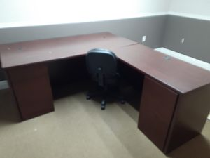 Free office Desk for Sale in Tampa, FL