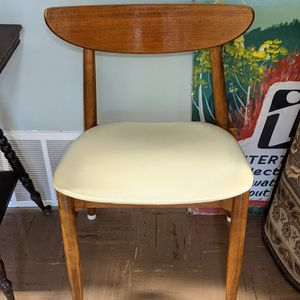 Mid Century Set Of 4 Dining Chairs for Sale in Normandy Park, WA