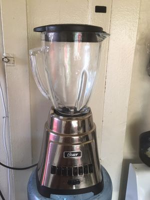 Oster blender $20.00 must pick up today for Sale in Los Angeles, CA