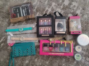 Paris Hilton beauty items: blender sponge, eyelash curler, nail polish.. $5 each. for Sale in Riverside, CA