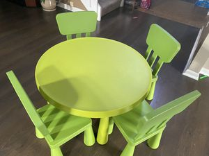 Kids table with 4 chairs for Sale in Alafaya, FL