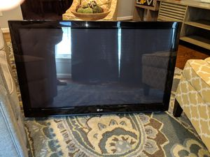 LG 42 inch flat screen, plasma TV w/ wall mount for Sale in Gaithersburg, MD