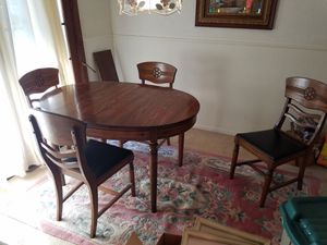 Table 4 chairs and leaf for Sale in Mapleton, IL