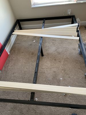 Queen size plate form bed frame for Sale in Columbus, OH