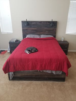 Queen bed, queen bed frame, nightstands for Sale in Palmdale, CA